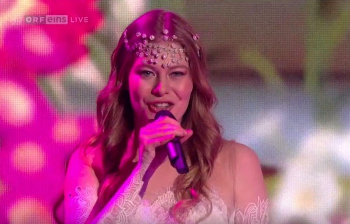 Zoë, représentante de l'Autriche à l'Eurovision 2016, sur le plateau de   – ÖRF