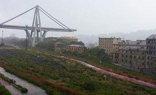 Le viaduc Morandi après la chute d'une de ses travées, le 14 août 2018.