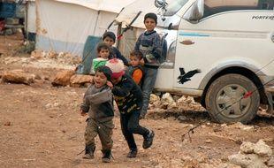 Des enfants dans le camp d'Al-Tawahin, le 6 mars 2020.