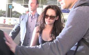 Kristen Stewart, à l'aéroport de Nice, le 22 mai 2012.