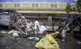 Dégâts après le passage du cyclone Amphan dans la région de Calcutta, dans le Bengale occidental (Inde), le 21 mai 2020.