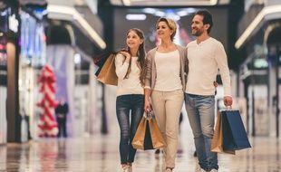 Depuis 2015, les magasins des zones commerciales et des zones touristiques internationales peuvent ouvrir tous les dimanches de l'année.