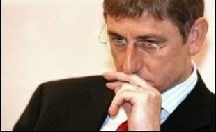"""Le Premier ministre hongrois Ferenc Gyurcsany a annoncé mardi qu'il voulait rétablir l'ordre """"par tous les moyens"""" après que de violents affrontements entre manifestants d'extrême droite et membres des forces de l'ordre devant le siège de la télévision à Budapest ont fait 150 blessés."""
