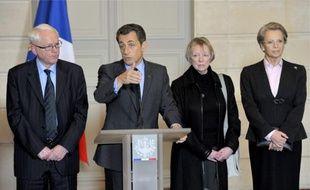 Les parents de Florence Cassez, Bernard et Charlotte Cassez  entourent Nicolas Sarkozy, et Michèle Alliot-Marie, à l'Elysée le 14 février 2011.