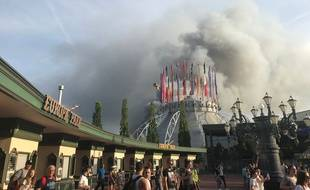 Incendie à Europa Park à Rust en Allemagne. / AFP PHOTO / dpa / Joost DERIJCK / Germany OUT