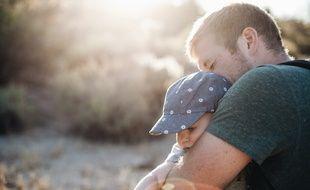 Le second parent dispose de onze jours consécutifs pour une naissance simple et dix-huit jours pour une naissance multiple depuis 2002.
