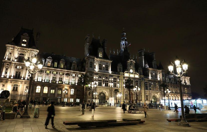 Paris: La mairie est-elle endettée à hauteur de 5,7 milliards d'euros?