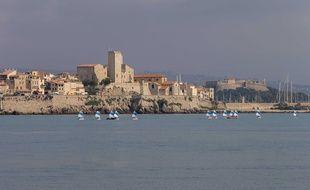 La ville d'Antibes est la troisième du département des Alpes-Maritimes