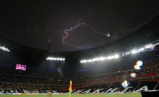 Le match Ukraine-France, comptant pour la 2e journée du groupe D de l'Euro-2012, a été interrompu, à peine commencé depuis moins de 5 minutes, pendant 57 minutes à la suite d'un violent orage avec des fortes pluies, vendredi à Donetsk.