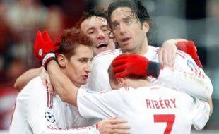 Ribéry et ses potes heureux. Ils ont battu le Steaua Bucarest 3-0 grâce à deux buts de Klöse et un de Toni lors de la soirée de Ligue des Champions du 25 novembre 2008.