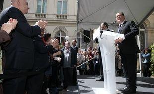 François Hollande arrive au siège du Parti Socialiste, rue de Solférino le dimanche 14 mai 2017.