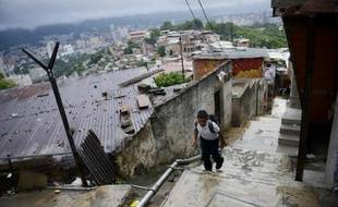 Près de 70 millions d'habitants ont été tirés de la pauvreté au cours de la dernière décennie en Amérique latine, un phénomène qui n'a toutefois pas permis d'y enrayer la criminalité