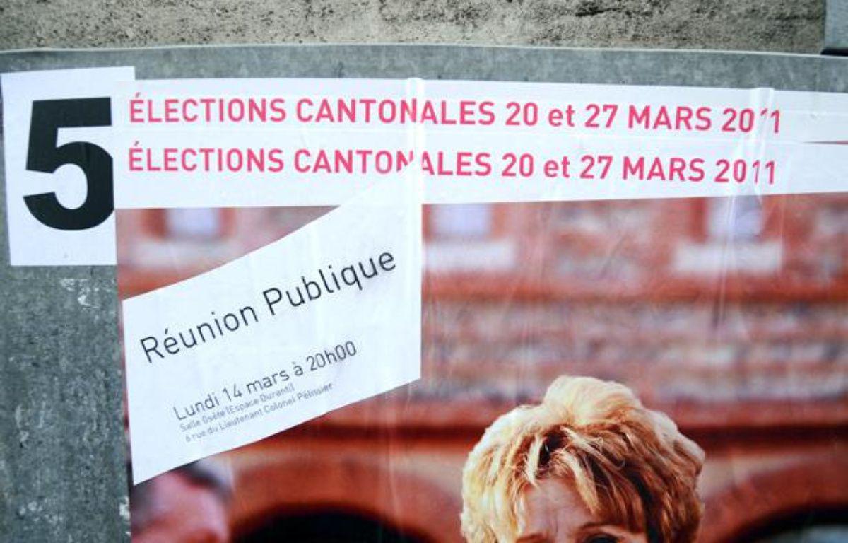 Photo de panneaux électoraux installés dans le centre  ville de Toulouse, prise le 15 mars 201,1 à l'occasion des élections cantonales des 20 et 27  mars. – E. CABANIS / AFP