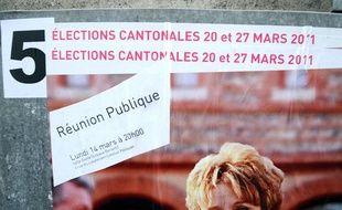 Photo de panneaux électoraux installés dans le centre  ville de Toulouse, prise le 15 mars 201,1 à l'occasion des élections cantonales des 20 et 27  mars.