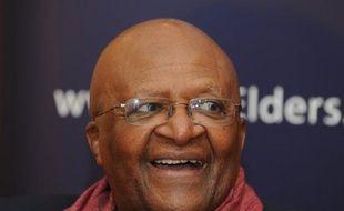 """L'archevêque noir sud-africain et prix Nobel de la paix Desmond Tutu estime dimanche dans l'Observer britannique que les anciens dirigeants américain et britannique George Bush et Tony Blair devraient être jugés à la Haye pour la guerre en Irak, basée selon lui sur """"un mensonge""""."""