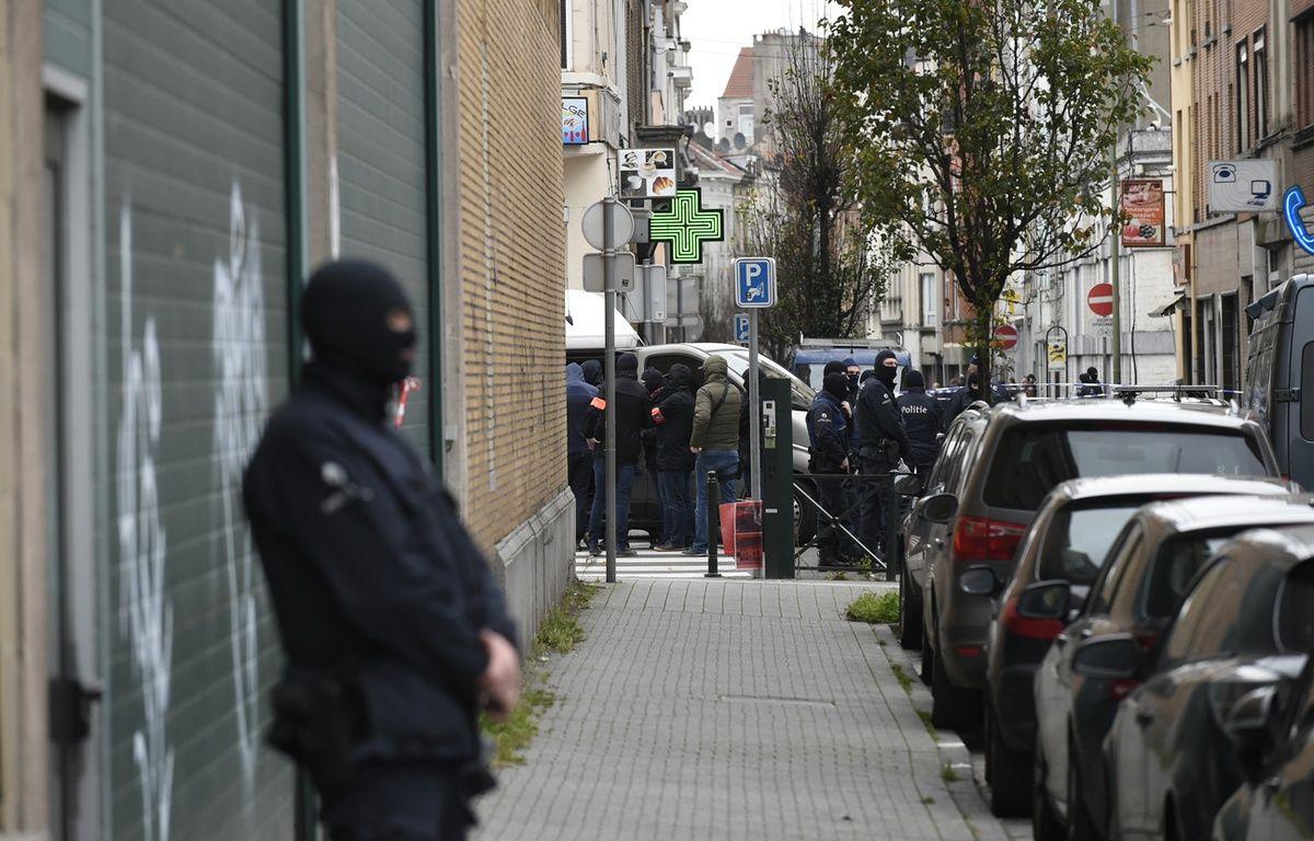 Opération de police à Molenbeek, en Belgique, le 16 novembre 2015. – JOHN THYS / AFP