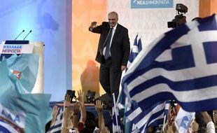 Vangelis Meïmarakis, le leader du parti de droite grec Nouvelle Démocratie, salue ses supporters lors d'un meeting pré-électoral à Athènes, le 17 septembre 2015.