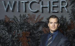 L'acteur Henry Cavill à l'avant-première de The Witcher à Londres