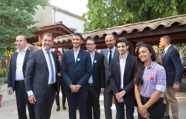 Le premier ministre et le porte-parole avec de jeunes militants