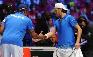 Lucas Pouille avec Yannick Noah lors de la finale de la Coupe Davis 2017 face à la Belgique.