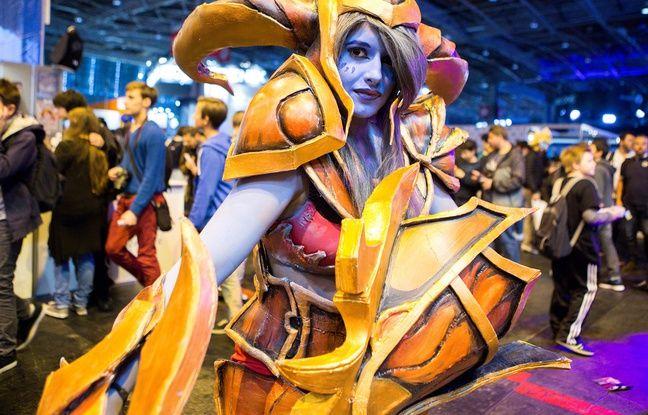 Les cosplays, ces concours de costumes de héros de jeux vidéo ou de manga mettent de l'animation sur le salon.