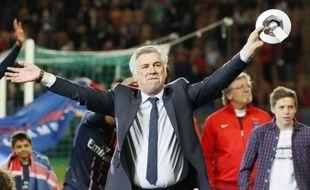 Les festivités du titre passées, le PSG reste désormais suspendu à la décision de son entraîneur Carlo Ancelotti, courtisé par le Real Madrid, de poursuivre ou non l'aventure dans la capitale, un verdict négatif pouvant être lourd de conséquences pour le club.