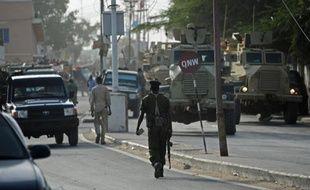 Des véhicules de police dans une rue de Mogadiscio, le 22 janvier 2015 en Somalie