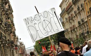 """Manifestation contre la politique de Macron à Grenoble le samedi 26 mai 2018, à l'occasion de la """"marée populaire"""" lancée par une soixantaine d'associations, de partis politiques et de syndicats."""