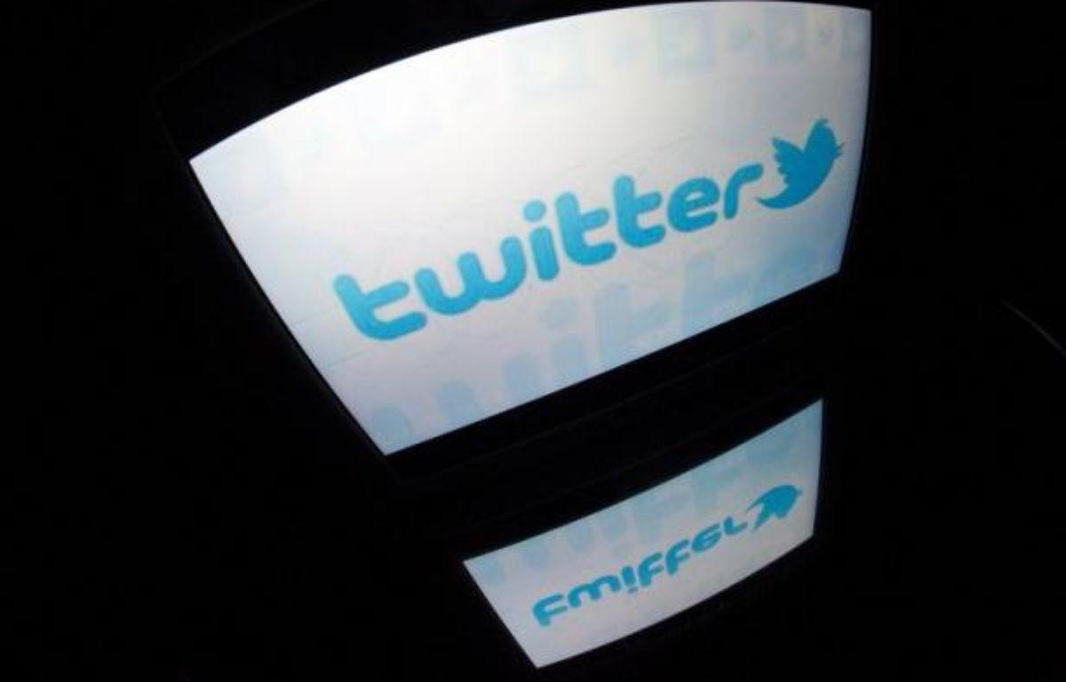 """Le Parti socialiste a interpellé dimanche les responsables de Twitter au sujet du """"déferlement de propos homophobes"""" qu'a entraîné l'ouverture sur le réseau social d'un mot clef #SiMonFilsEstGay. – Lionel Bonaventure AFP"""