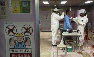 Les autorités japonaises ont ouvert samedi les portes de la centrale nucléaire de Fukushima à un groupe de journalistes pour la première fois depuis le tsunami du 11 mars, voulant ainsi prouver que l'accident nucléaire est désormais sous contrôle.