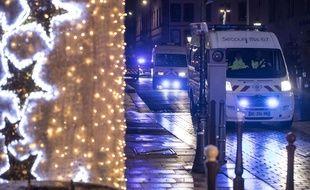 La police et les secours à proximité du lieu de la fusillade, à Strasbourg le 11 décembre 2012.