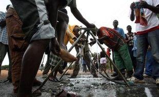 Plus de 200 Zimbabwéens malades du choléra ont été hospitalisés à Musina, de l'autre côté de la frontière avec l'Afrique du Sud, et quatre personnes sont mortes dans ce pays.