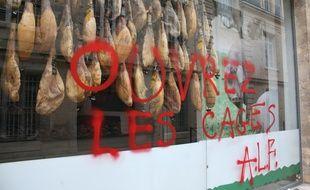 Cette charcuterie de jambon pata negra à Bordeaux a été taguée par le Front de Libération des Animaux le week-end du 8 janvier 2017.