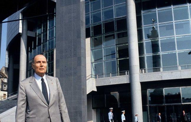 François Mitterrand, ici en 1989, avait commandé en 1982 à Jack Lang un opéra « moderne et populaire ».