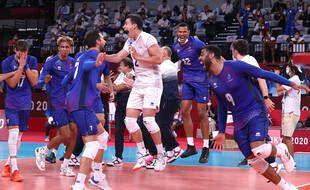 La joie des volleyeurs français après leur victoire en finale des Jeux olympiques de Tokyo, le 7 août 2021