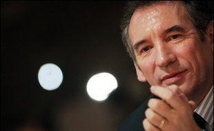 François Bayrou – Il est battu à Pau François Bayrou a reconnu sa défaite.sa défaite à «300 voix près, soit 1% des suffrages». Plus de détails ici...