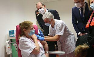 Vaccination: Jean Castex dit qu'il se fera vacciner «très rapidement» si la suspension d'AstraZeneca est levée (Illustration)