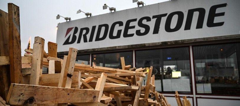 Devant l'usine Bridgestone en novembre 2020. (archives)