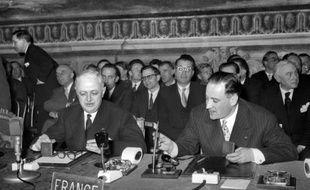 Christian Pineau et Maurice Faure lors de la signature du Traité de Rome le 25 mars 1957 à Rome