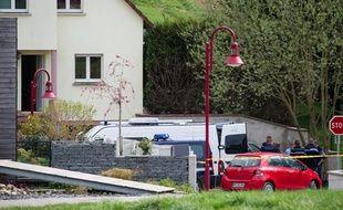 Sur les lieux du drame à Schlierbach (Haut-Rhin), les secours ont découvert les corps de trois enfants d'une même fratrie, ainsi qu'un adulte blessé, ce samedi 11 avril 2015.