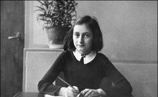 Le Musée historique d'Amsterdam et la Maison Anne Frank consacrent jusqu'à septembre une exposition aux lettres écrites par l'adolescente juive qui mourut au camp de concentration de Bergen-Belsen en 1944 et qui permettent de découvrir son caractère farouchement indépendant.