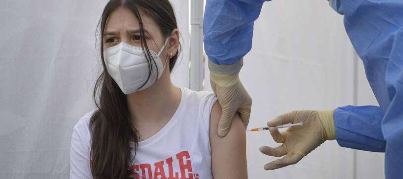Plusieurs conditions sont à remplir pour se faire vacciner quand on a entre 12 et 17 ans.