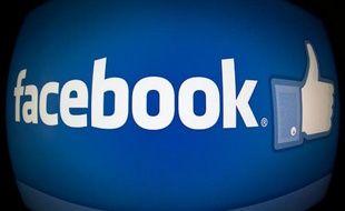 Facebook s'apprête à fêter ses dix ans, l'âge de la maturité pour le roi des réseaux sociaux qui a dépassé une entrée en Bourse catastrophique et se transforme en machine à rentrées publicitaires mais voit aussi son public vieillir.