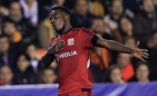 Cornet célèbre son magnifique but marqué pour Lyon contre Valence lors du match de Ligue des champions du 9 décembre 2015