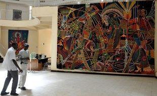 Fleuron de la politique culturelle de Léopold Sédar Senghor, mais asphyxiée peu à peu sous le recul des subventions, les tapisseries de Thiès au Sénégal retrouvent une nouvelle vigueur avec une création monumentale destinée à orner le siège des Nations unies.