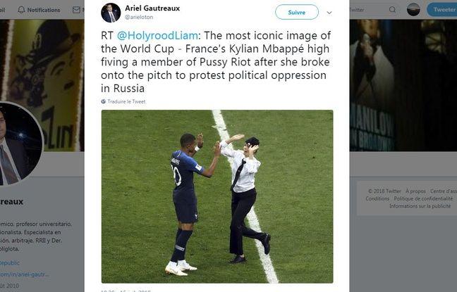 Pour certains, l'image de Kylian Mbappé tapant dans les mains d'une Pussy Riot ayant envahi le terrain est iconique.