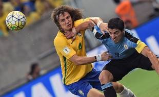 David Luiz a beaucoup souffert face à Suarez lors de Brésil-Uruguay, le 26 mars 2016.