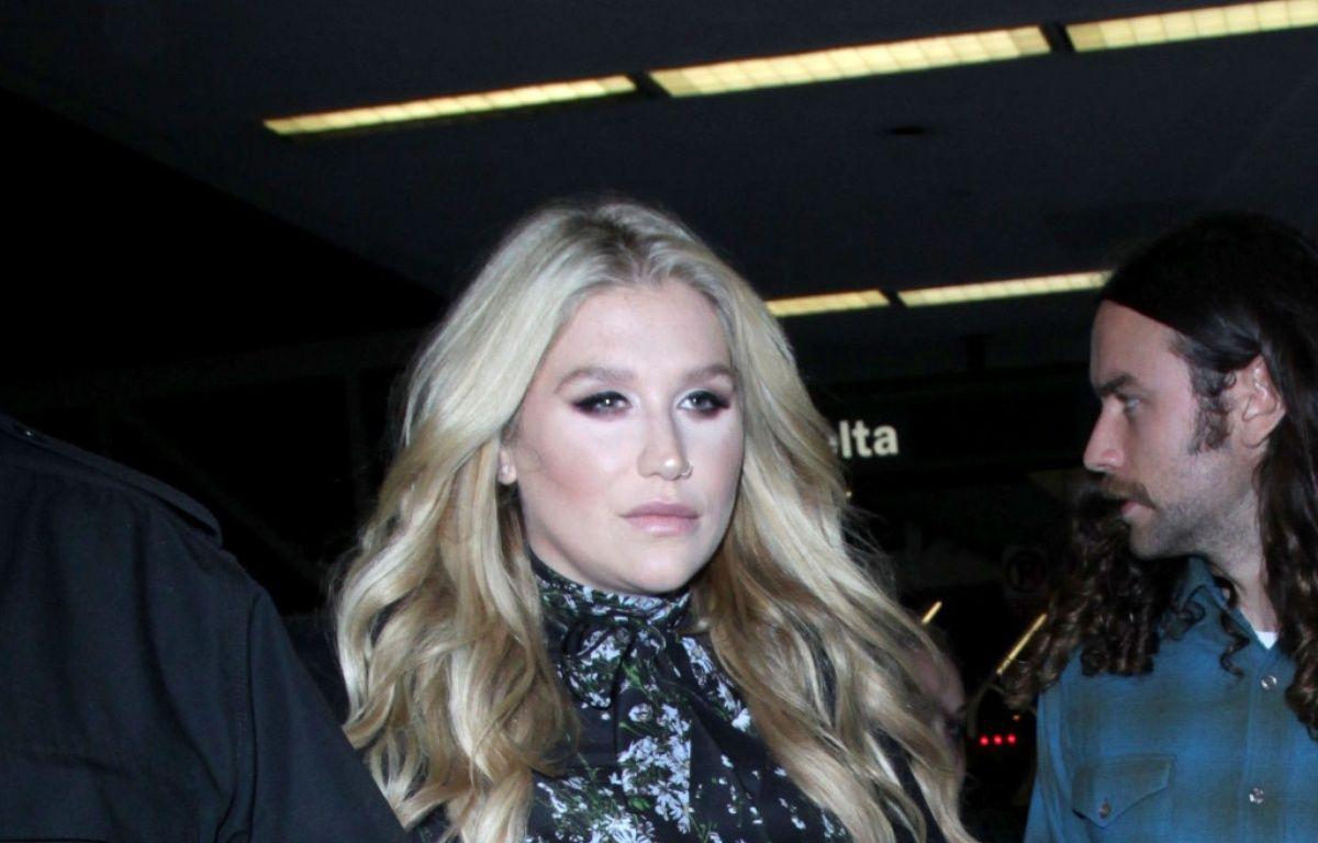 La chanteuse Kesha à l'aéroport de Los Angeles (LAX) – WENN