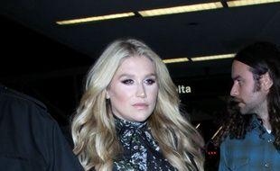 La chanteuse Kesha à l'aéroport de Los Angeles (LAX)