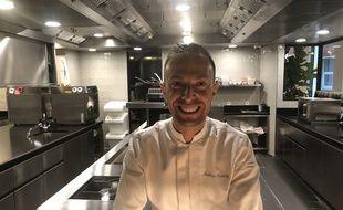 Le chef étoilé Mathieu Boutroy dans les cuisines du Cerisier